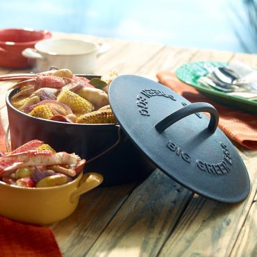 Crawboil with Big Green EGG Cast Iron Dutch Oven